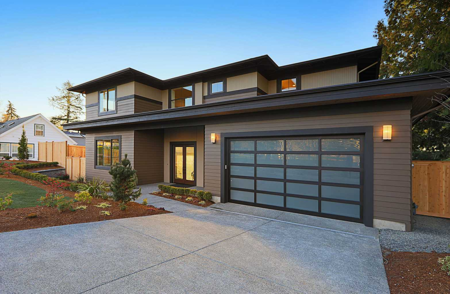 Contemporary modern style full view garage door